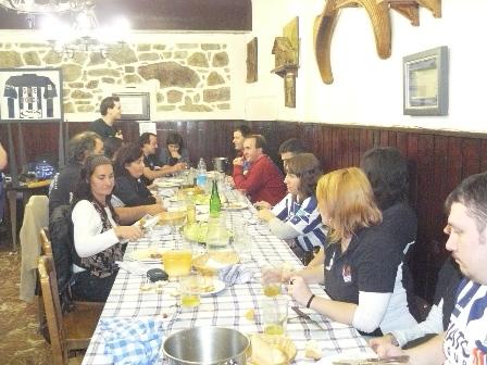 El ambiente en la comida estuvo muy animado.