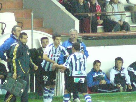 Sale Moha y le sustituye Estrada.