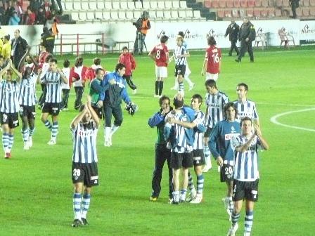 Distancia exacta hasta la que los jugadores realistas se acercaron a saludar a los aficionados que se encontraban en el córner sur.