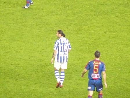 Neyo sustituye al lesionado Iñigo Diaz de Cerio.