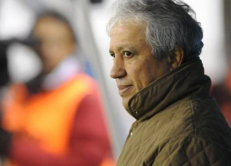 Americo Gallego se muestra incredulo ante la goleada recibida por su equipo , , Independiente ante Banfield