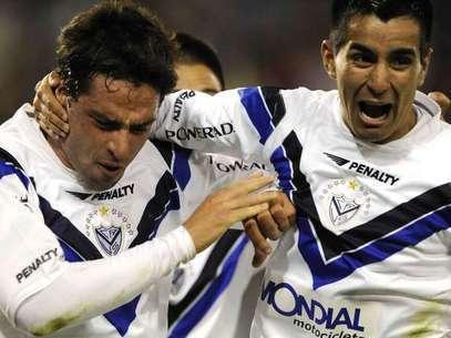 los jugadores de Velez celebran un gol