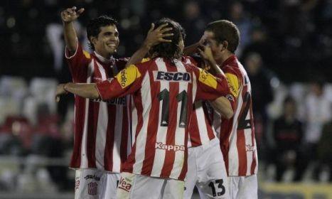 los jugadores del San Martin de tucuman celebran el gol ante Newel,s
