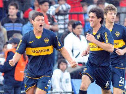 Battaglia celebra un gol ante el Colon