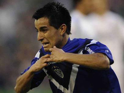 Moralez del Velez celebra el gol que le dio el titulo