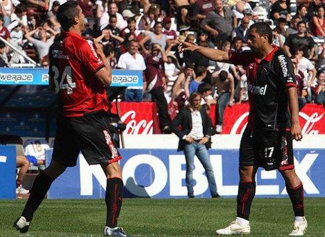 con los goles del paraguayo Achucarro y el uruguayo Boghossian , Newel, s gano en la cancha de Lanus