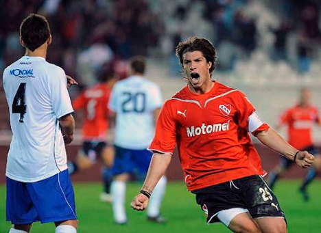 Matheu celebra el gol del empate ante Velez