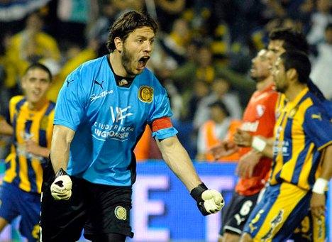 el portero del Central Broun marco el primer gol de penalty , en un partido q ganaron 2-0 a Independiente