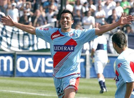 Galvan( Arsenal) celebra su gol ante Gimnasia la Plata
