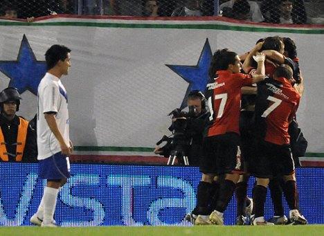 Newel,s remonto el partido ante Velez y sigue con aspiraciones serias a conseguir el titulo
