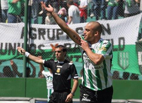 Silva del banfield, marco 2 tantos al Godoy Cruz