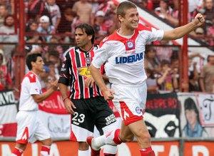Coria fue el autor de los 2 goles de Argentinos